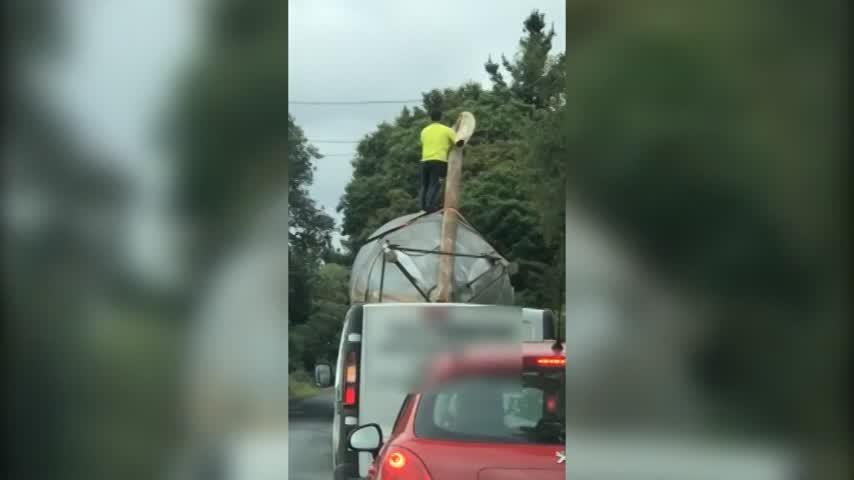 Investigados por conducción temeraria por un vídeo subido en lo alto de un camión