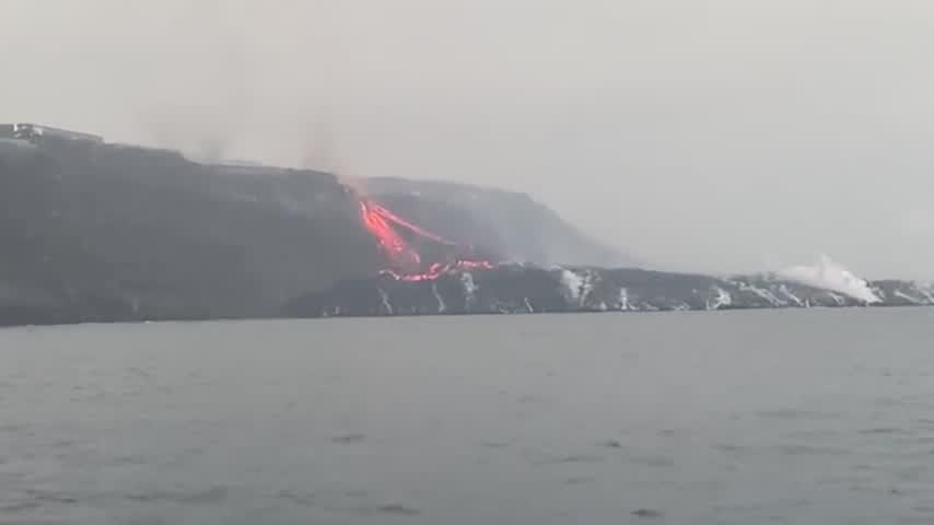La erupción no cesa tras dos semanas y los vecinos ven imposible la normalidad