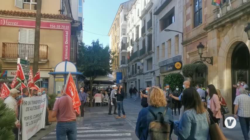 La plantilla del autobús urbano de Algeciras celebra su primera jornada de movilizaciones