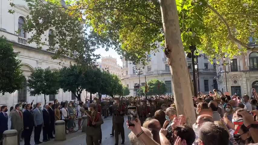 Centenares de personas acuden al homenaje complementario del12 de octubre en Sevilla