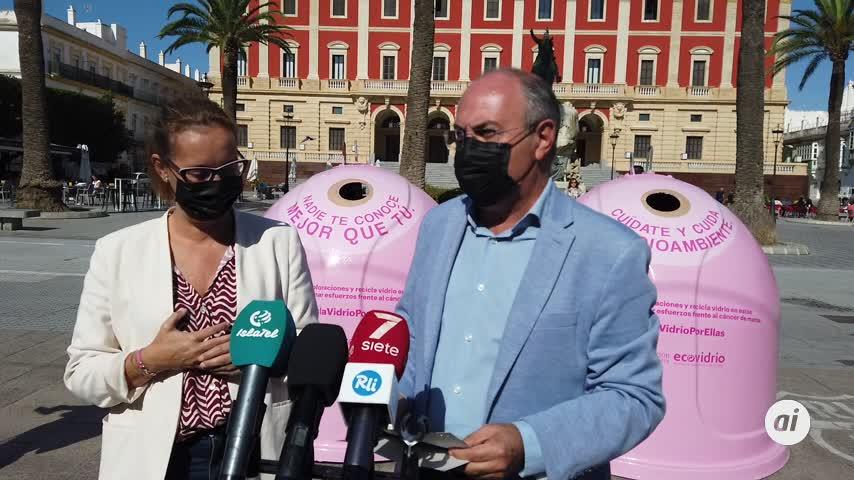 Ayuntamiento y Ecovidrio presentan la campaña solidaria 'Recicla vidrio por ellas'