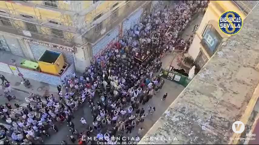 El Gran Poder ya recorre Sevilla en una salida procesional histórica