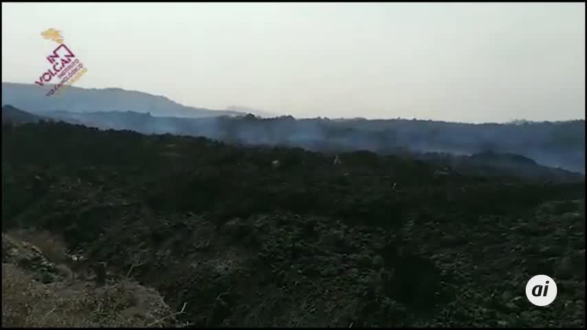 El nuevo centro de emisión al sureste del cono del volcán de La Palma baja su actividad