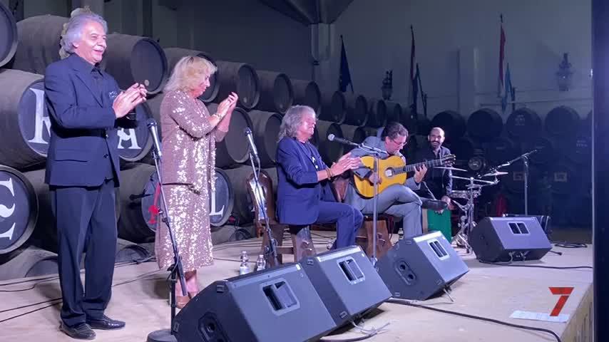 José Mercé pone en pie al público en el recital flamenco a beneficio del Hogar San Juan