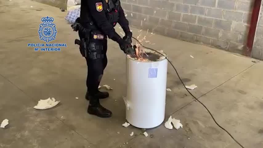 Cárcel para seis personas que enviaban marihuana oculta en termos de agua