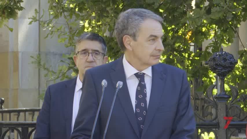 Zapatero pide a los vascos que fomenten consensos y la memoria