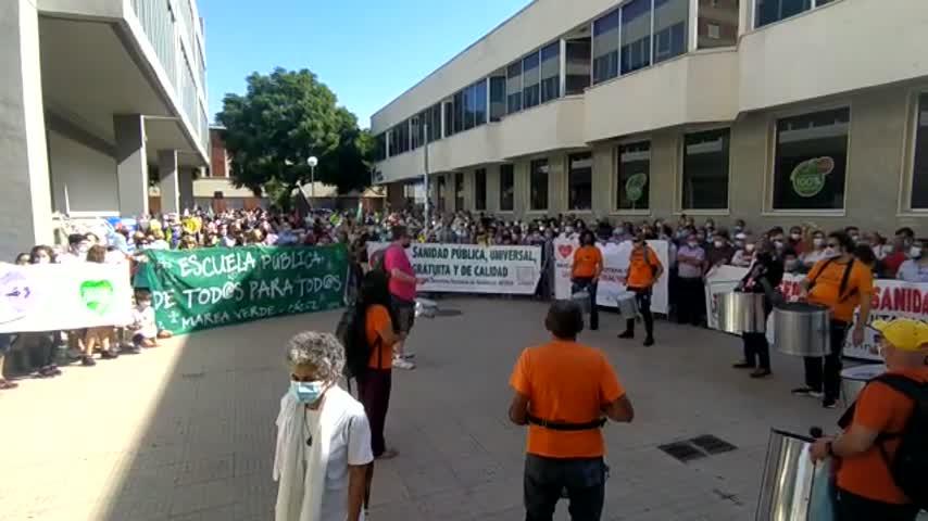 Mareas Blancas concentra a miles de personas en Sevilla, Cádiz, Granada y Huelva