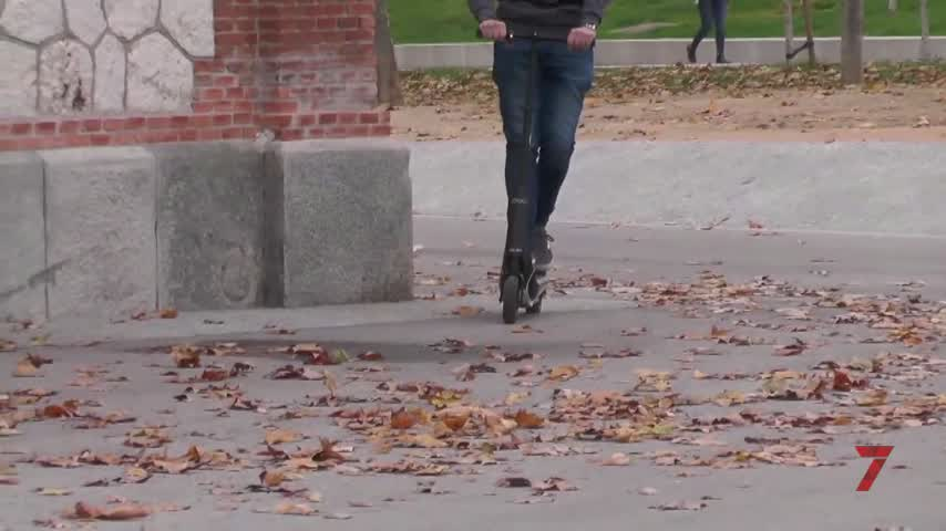 Policía local intensifica el control de patinetes y bicis que no circulen por las aceras