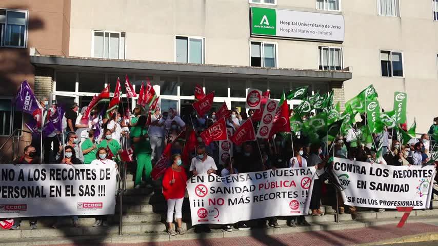 """Los sanitarios salen a la calle en Jerez:""""Moreno nos roba la plantilla"""""""