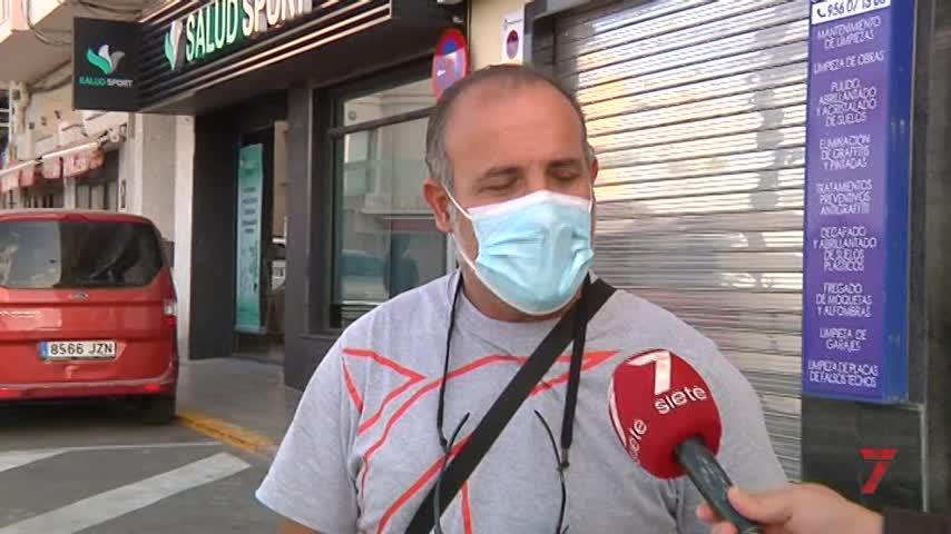 'Res', el perro que llegó en patera a Cádiz y le robó el corazón al inspector de policía