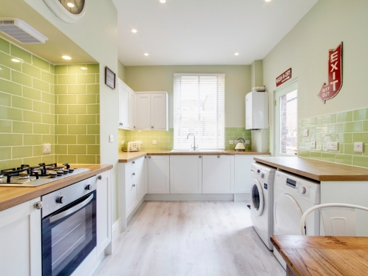 74 Derby Road 6 Bedroom Manchester Student House kitchen 3