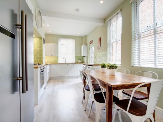 74 Derby Road 6 Bedroom Manchester Student House kitchen 2