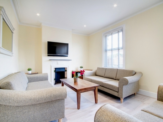 78 Derby Road 6 Bedroom Manchester Student House Living Room 2