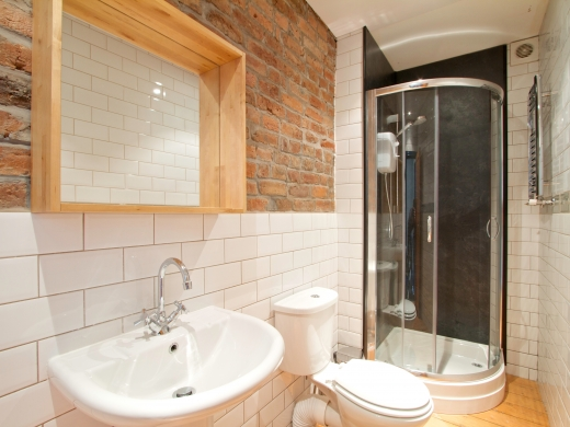 69 Derby Road 8 Bedroom Manchester Student House Bathroom 1