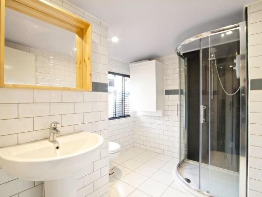 46 Braemar Road 7 Bedroom Manchester Student House bathroom 1