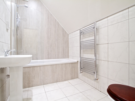 19 Booth Avenue 5 Bedroom Manchester Student House bathroom 1