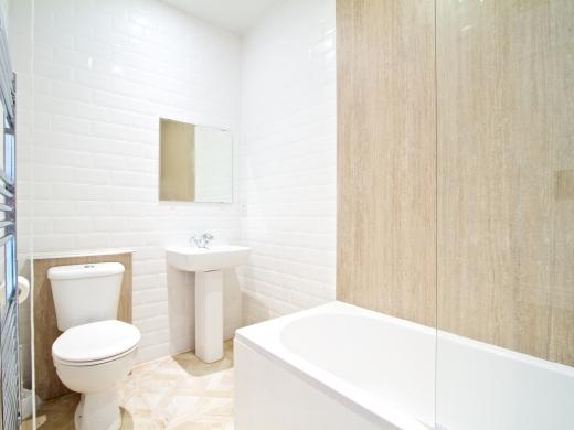 28 Waterloo Road 2 Bedroom Nottingham Student House bathroom 1