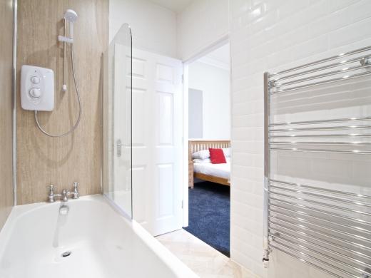 28 Waterloo Road 2 Bedroom Nottingham Student House bathroom 2