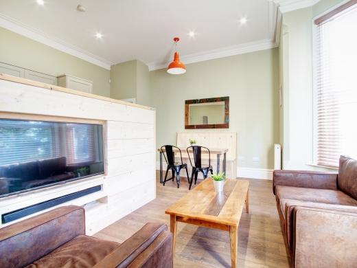 28 Waterloo Road 2 Bedroom Nottingham Student House living room 1