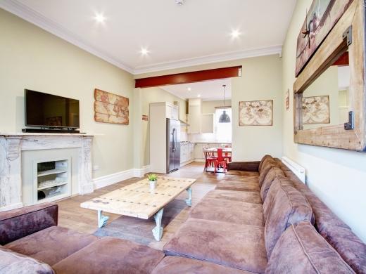 28 Waterloo Road 7 Bedroom Nottingham Student House living room