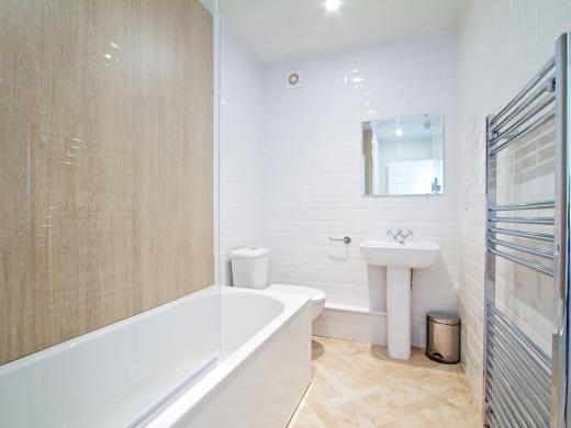 28 Waterloo Road 7 Bedroom Nottingham Student House bathroom 2