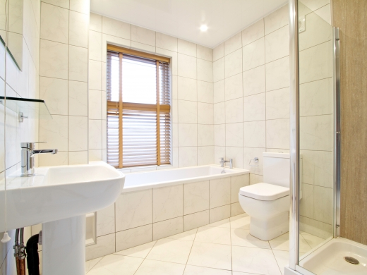 63 Borrowdale Road 6 Bedroom Liverpool Student House Bathroom 2
