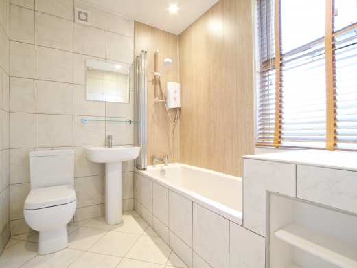 63 Borrowdale Road 6 Bedroom Liverpool Student House Bathroom 1