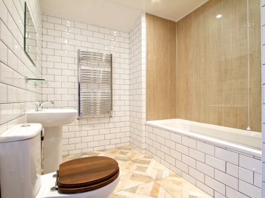 5 Langdale Road 6 Bedroom Liverpool Student House Bathroom 1