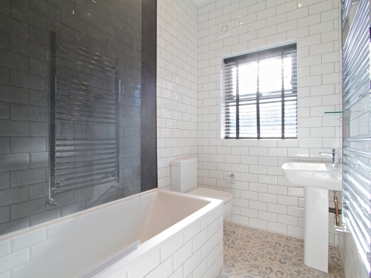 32 Borrowdale Road 7 Bedroom Liverpool Student House Bathroom 1