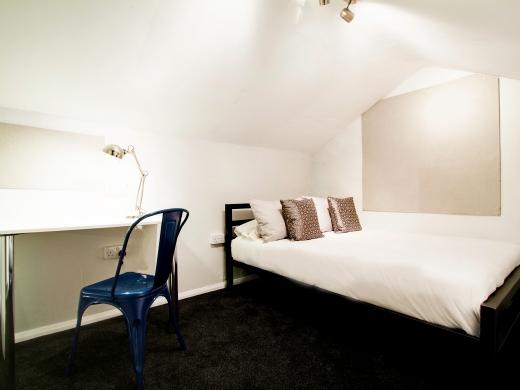 139 Hyde Park Road 6 Bedroom Leeds Student House bedroom 1