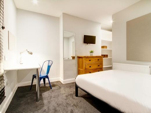 139 Hyde Park Road 6 Bedroom Leeds Student House bedroom 8