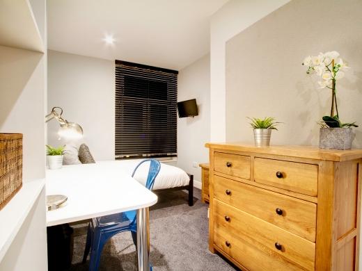 139 Hyde Park Road 6 Bedroom Leeds Student House bedroom 5