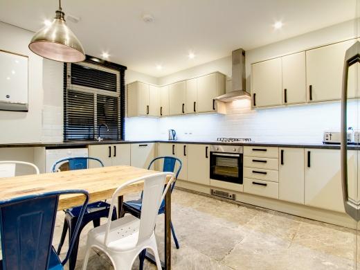 139 Hyde Park Road 6 Bedroom Leeds Student House kitchen