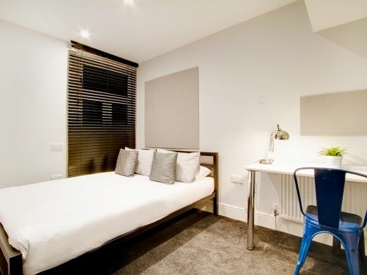 139 Hyde Park Road 6 Bedroom Leeds Student House bedroom 4
