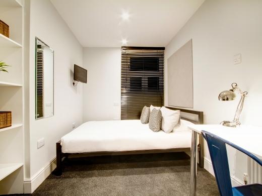 139 Hyde Park Road 6 Bedroom Leeds Student House bedroom 3