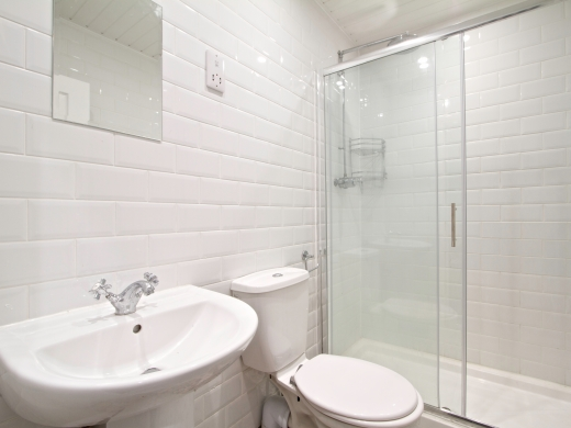 139 Hyde Park Road 6 Bedroom Leeds Student House bathroom