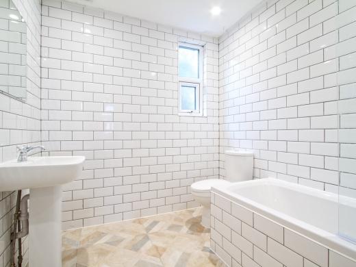 124 Hyde Park Road 8 Bedroom Leeds Student House bathroom 1