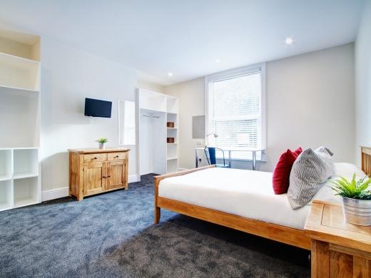 124 Hyde Park Road 8 Bedroom Leeds Student House bedroom 1