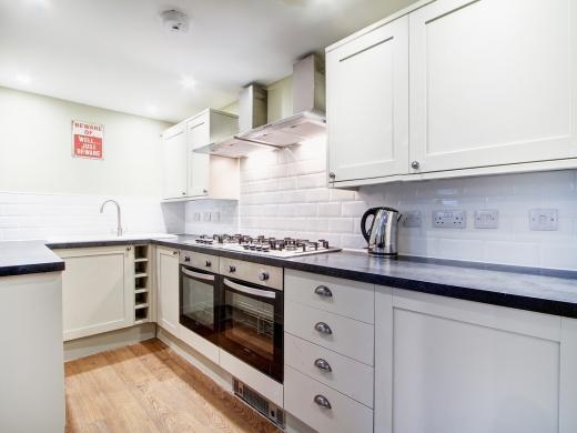 124 Hyde Park Road 8 Bedroom Leeds Student House kitchen 1
