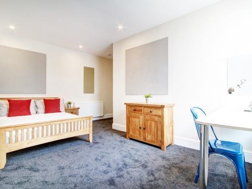124 Hyde Park Road 8 Bedroom Leeds Student House bedroom 2