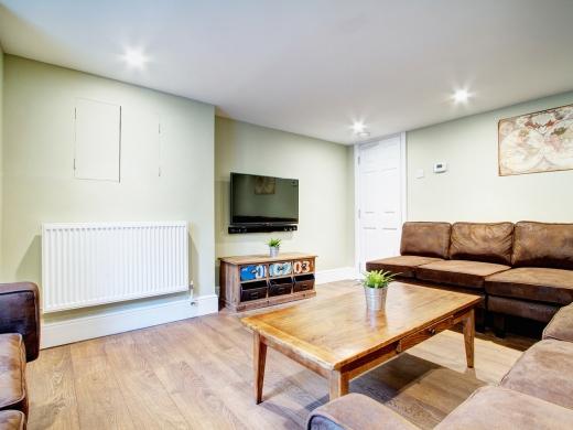 131 Hyde Park Road 9 Bedroom Leeds Student House living room 1