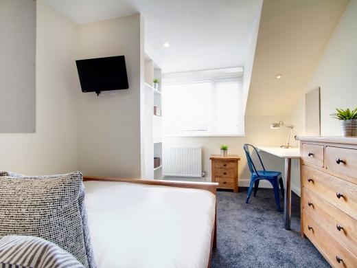 131 Hyde Park Road 9 Bedroom Leeds Student House bedroom 2