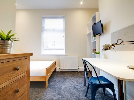 131 Hyde Park Road 9 Bedroom Leeds Student House bedroom 5