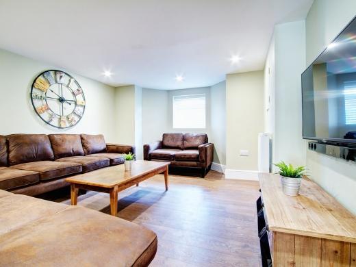 131 Hyde Park Road 9 Bedroom Leeds Student House living room 2