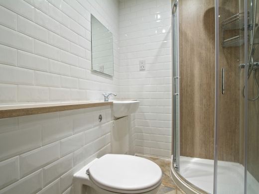131 Hyde Park Road 9 Bedroom Leeds Student House bathroom 2