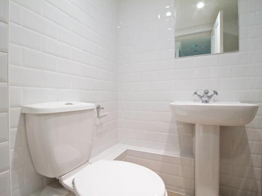 135 Hyde Park Road 8 Bedroom Leeds Student House bathroom 4