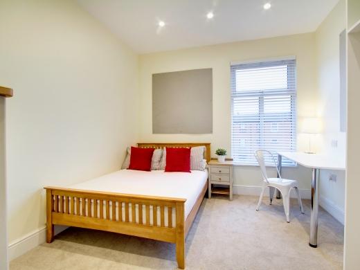 135 Hyde Park Road 8 Bedroom Leeds Student House bedroom 2