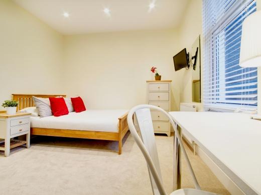 135 Hyde Park Road 8 Bedroom Leeds Student House bedroom 10