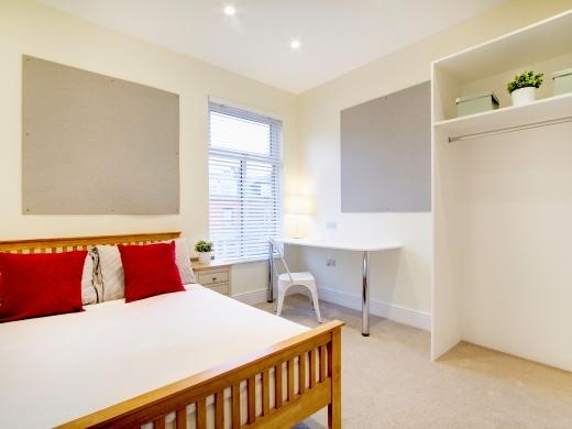 135 Hyde Park Road 8 Bedroom Leeds Student House bedroom 3
