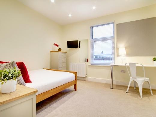 135 Hyde Park Road 8 Bedroom Leeds Student House bedroom 9